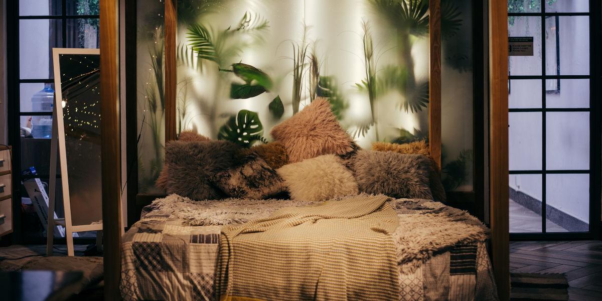 Jak uzyskać nastrojowy klimat w sypialni za pomocą światła LED?