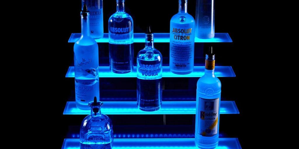 półki szklane podświetlone LEDami